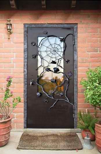 Уличная дверь железная со стеклом с кованной решеткой в дом.  Модель С16.
