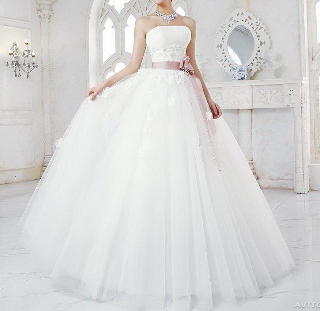 Свадебные платья продаю саратов